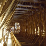 Dachbalken über Kirchenschiff